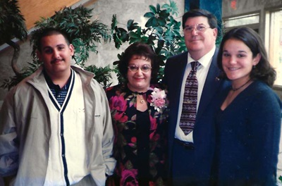 Kidney transplant patient, Eileen, with her family